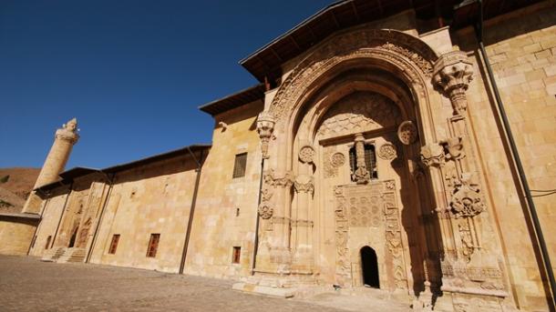 Turizmi në Turqi – Xhamia e Madhe dhe Spitali në Divrigi   TRT  Shqip