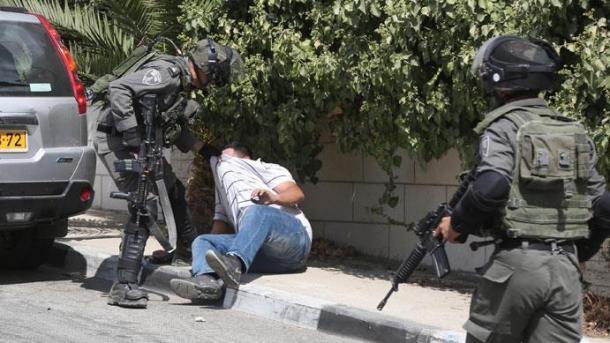 El ejército israelí allana oficinas de medios palestinos que incitan al terrorismo