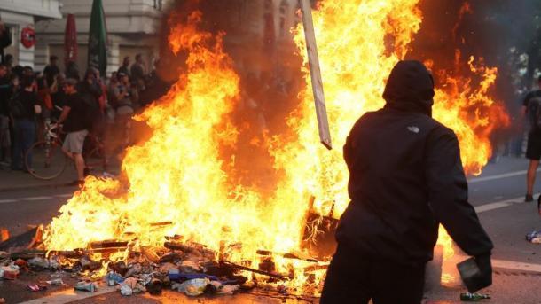 Koment – Terrorizmi, i pranishëm në çdo vend | TRT  Shqip