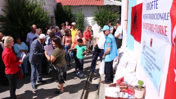 Diyanet Vakfı Arnavutlukta ramazan yardımı_04.jpg