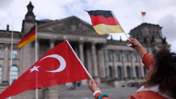 Koment – Lumpenizmi i politikës gjermane | TRT  Shqip