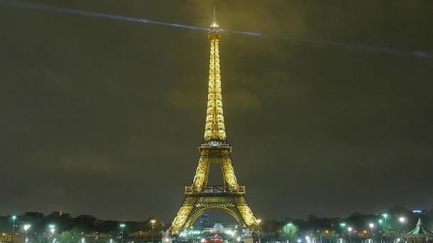 Le phare de la Tour Eiffel éteint jusqu'au 10 octobre pour travaux