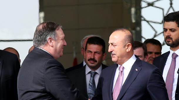 Ministri Çavusoglu u takua me homologun amerikan Pompeo | TRT  Shqip