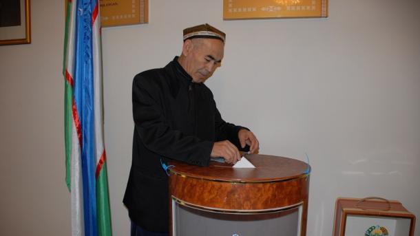 Больше 100 000 человек преждевременно проголосовали напрезидентских выборах вУзбекистане