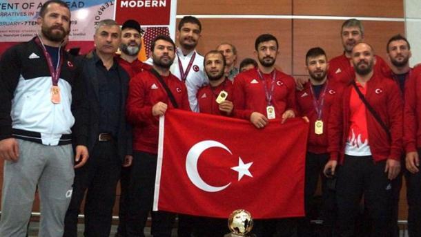 土耳其国家摔跤队凯旋伊斯坦布尔 | 三昻体育投注