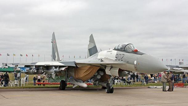 Entregam a China avião de caça russo Su-35