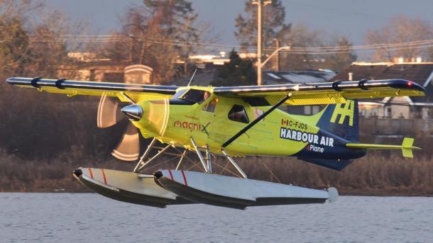 El primer hidroavión comercial eléctrico realiza un vuelo de prueba en Canadá