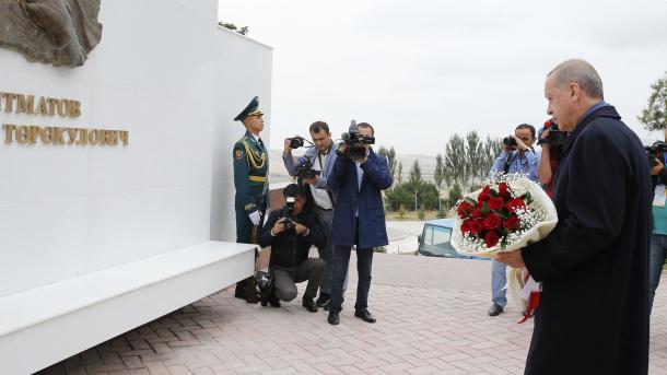 الرئيس اردوغان يزور ضريح اتا بايت في قرغيزستان   TRT  Arabic