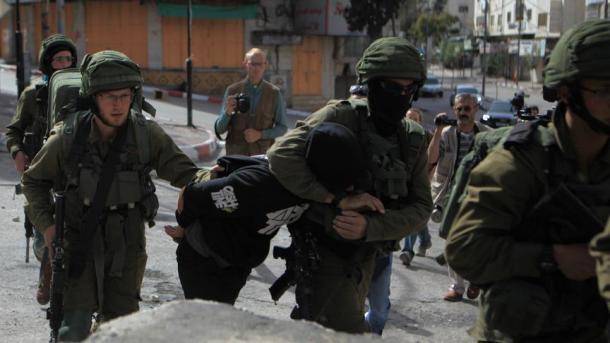 Ushtarët izraelitë arrestojnë 8 palestinezë të tjerë | TRT  Shqip
