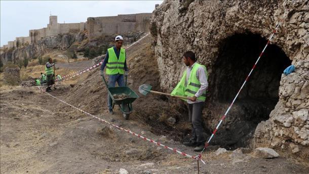 Arkeologët turq zbulojnë varre shkëmbore 3.000-vjeçare në qytetin antik të Harputit | TRT  Shqip