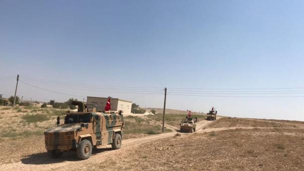 Ushtria turke vazhdon patrullimin në linjën Menbixh-Mburoja e Eufratit | TRT  Shqip