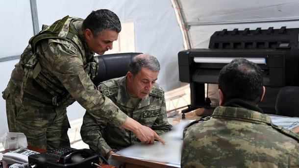 Gjeneralarmate Akar dhe Guler inspektojnë dhe përgëzojnë njësitë ushtarake në vijën kufitare | TRT  Shqip