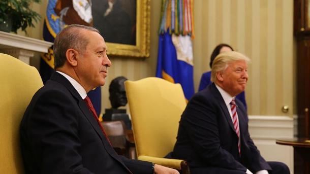 Инцидент состулом увенчал пресс-конференцию Владимира Путина иЭрдогана
