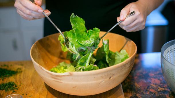 Comer cada día una porción de ensalada refuerza la mente