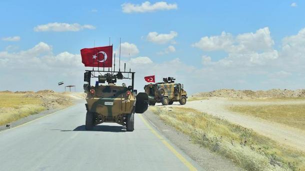 Forcat e Armatosura të Turqisë vazhdojnë me patrullime në Menbixh | TRT  Shqip