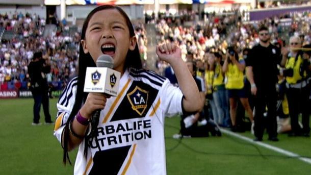 7岁女孩艾玛的声音美国职业足球联赛打上烙印 | 三昻体育