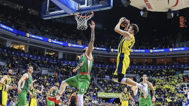 af9d3df93 ... O Fenerbahçe venceu o Baskonia por 96-87. No basquete da Turkish  Airlines ...