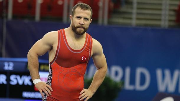 土耳其国家摔跤手法提赫夺得银牌 | 三昻体育投注