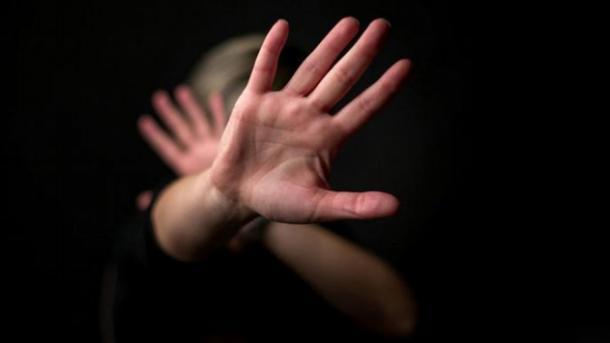 Szexuális zaklatás a színfalak mögött és a rendelőajtók mögött