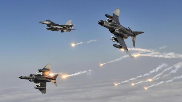 Avionët u ushtrisë turke goditën terroristët që përgatiteshin për sulm nga kufiri verior i Irakut | TRT  Shqip