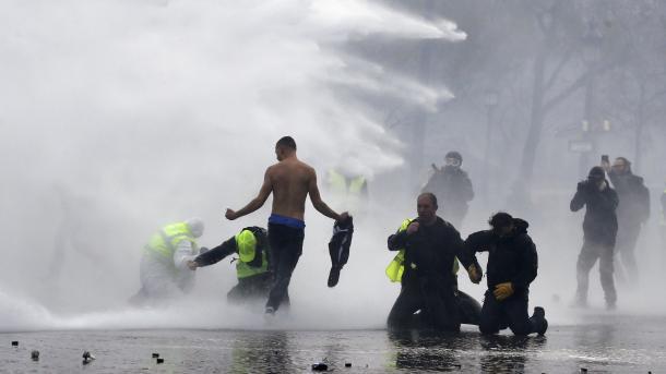 Francë - Gjatë protestave në Paris arrestohen 63 persona | TRT  Shqip