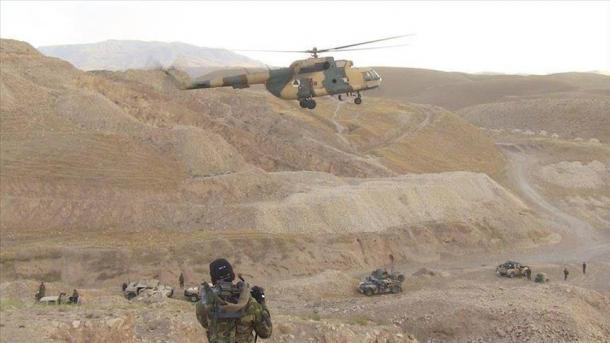 Talibanes matan a un gobernador ya más de 20 efectivos en Afganistán