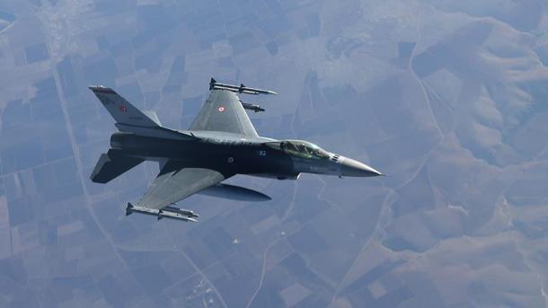Vazhdojnë operacione ndaj kampeve të PKK-së në veri të Irakut   TRT  Shqip