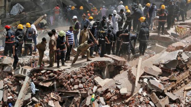 Pelo menos quatro mortos em desabamento de prédio na Índia