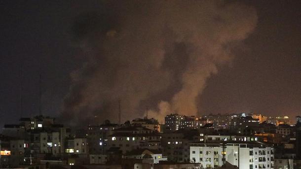 Avionët izraelitë vrasin 2 palestinezë në Rripin e Gazës   TRT  Shqip