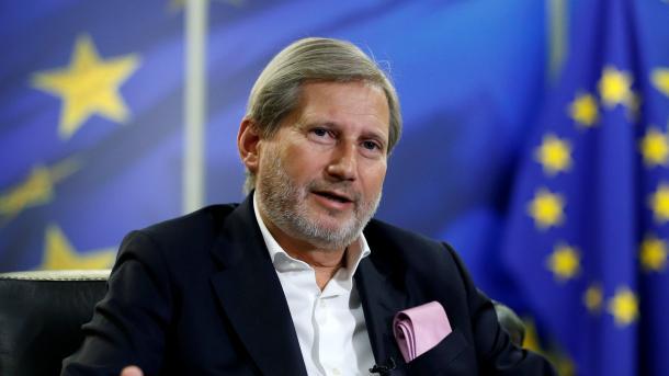 Hahn i bën thirrje Kosovës të heqë pengesat e bashkëpunimit me Serbinë dhe Bosnjë-Hercegovinën | TRT  Shqip
