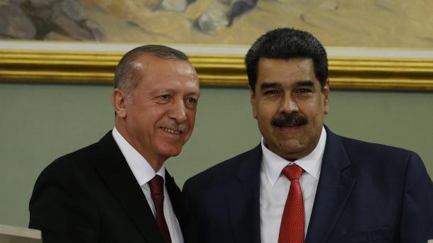 Erdogan dhe Maduro diskutojnë marrëdhëniet dypalëshe | TRT  Shqip