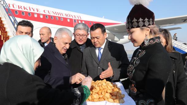 Kryeparlamentari Yildirim viziton Kirgizinë | TRT  Shqip