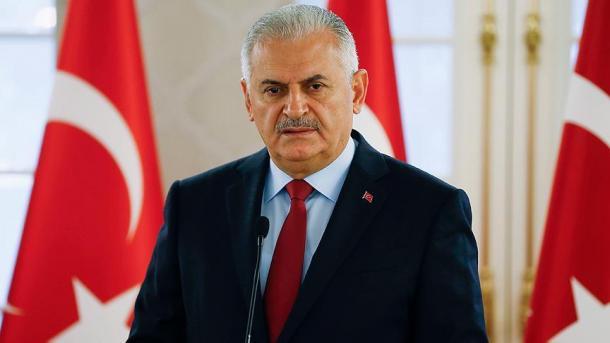 Kryeministri Yildirim kritikoi ashpër vendimin e ShBA-së për viza | TRT  Shqip