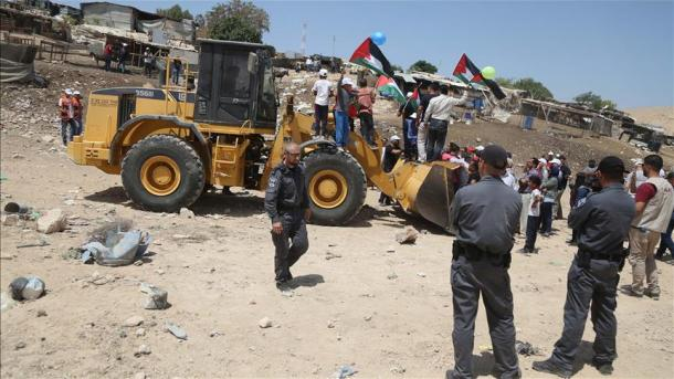 Destroem as casas dos palestinos