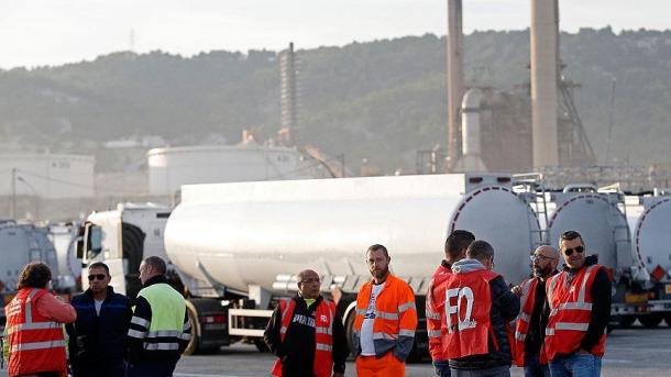 Les routiers ont bloqué l'accès à la raffinerie — Donges