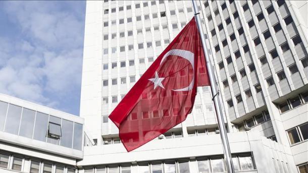 Turqia përshëndet operacionin ajror ndaj regjimit të Esadit | TRT  Shqip