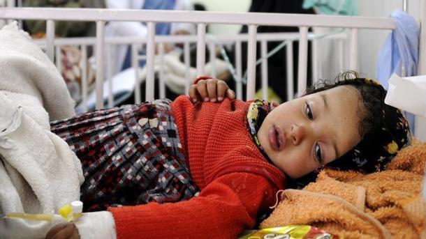 Al menos 5.000 casos de cólera al día en Yemen, denuncia OMS