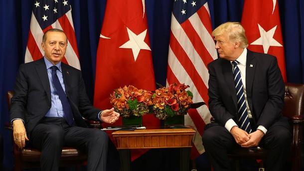 Bisedë telefonike Erdogan-Trump, në fokus marrëdhëniet bilaterale, tregtia dhe Siria | TRT  Shqip
