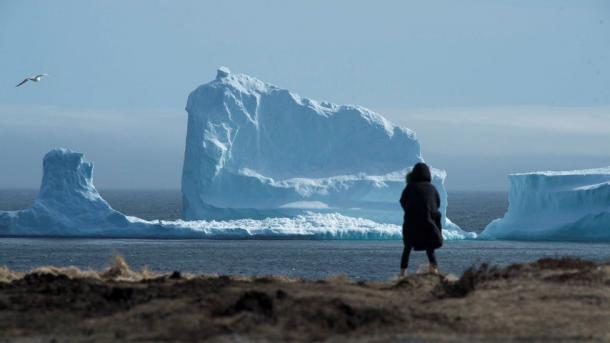 Neufundland: Dieser Eisberg zieht alle in den Bann