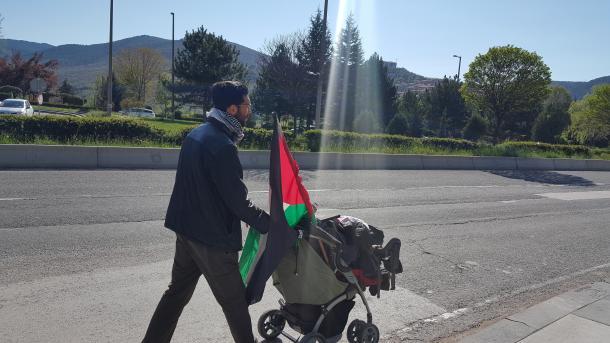 Švedski aktivist na putu ka Palestini pješice stigao u Ankaru