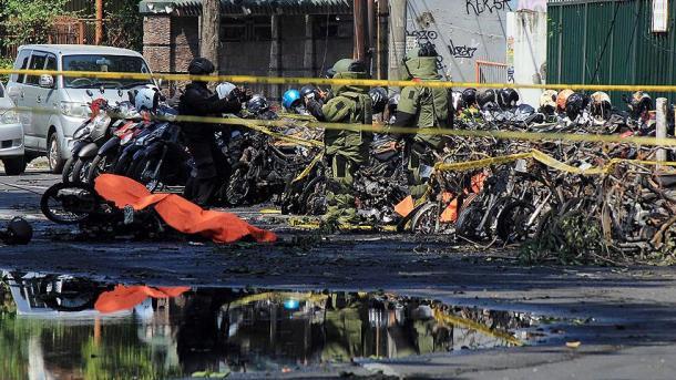 Mindestens neun Tote bei Anschlägen auf Kirchen