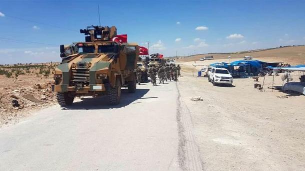 FAT: Njësitë turke dhe amerikane, aktivitet të përbashkët patrullim-koordinim në Menbixh   TRT  Shqip