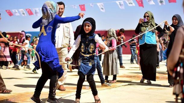Turqia mirëpret 3,5 milionë refugjatë sirianë | TRT  Shqip