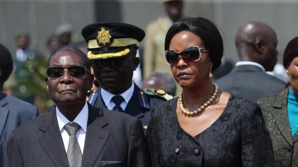 Супруга президента покинула страну— Переворот вЗимбабве