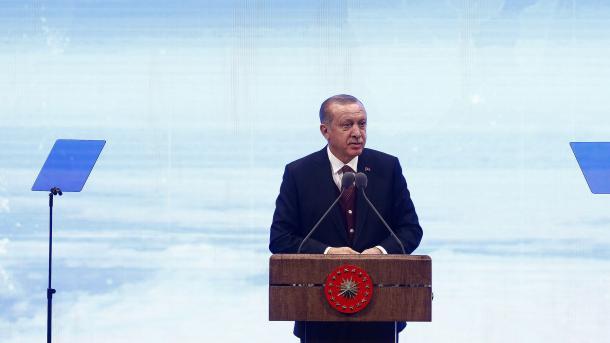 Президент Эрдоган: США пробуют выполнить вТурции политический переворот