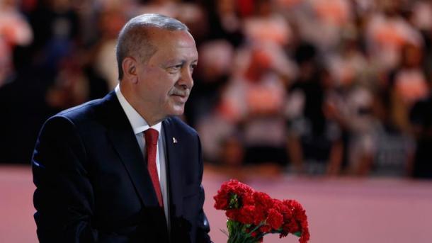 Erdogan: I gjunjëzohemi vetëm Allahut, jo atyre që shfrytëzojnë botën për mirëqenien e tyre | TRT  Shqip