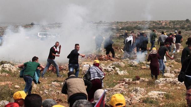 Palestino é morto durante protestos na fronteira de Gaza e Israel