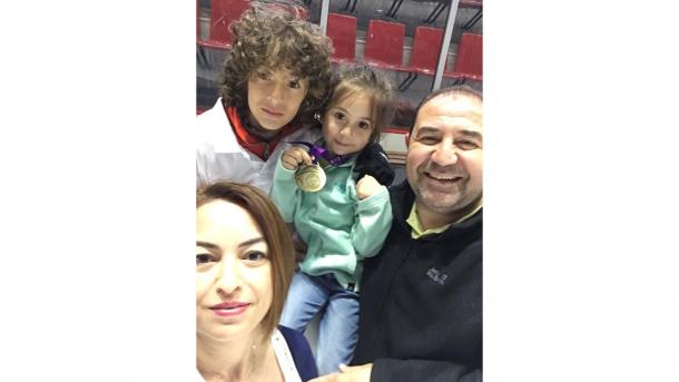 トルコ・フィギュアスケート界のリトルプリンス、エフェ君がスケートを始めた訳(わけ) | TRT  日本語
