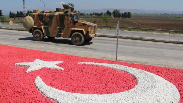 Turqia përforcon me komando njësitë në kufirin me Sirinë | TRT  Shqip