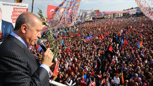 Presidente turco critica OTAN por falta de apoyo en Siria